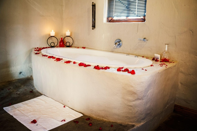 Prepare Especially For Newlyweds And Other Couples Who Visit Monte Bello A Romantic Getaway Expect High Ceilings White Linen Red Rose Petals